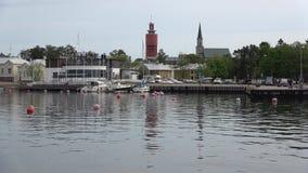 Una visualizzazione su città portuale di Hanko, mattina nuvolosa di giugno finland stock footage