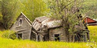 Una vivienda destartalada una cala del telégrafo Imagen de archivo