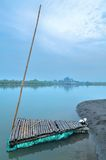 Una zattera nella laguna Immagini Stock