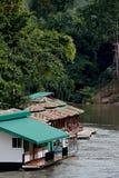 Una zattera per il fiume, kanjanaburi in Tailandia Fotografia Stock
