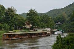 Una zattera per il fiume, kanjanaburi in Tailandia Fotografia Stock Libera da Diritti