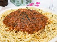 Una zolla di spaghetti Bolognese Immagine Stock Libera da Diritti