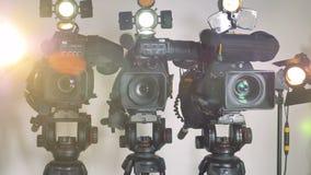 Una zumata fuori ha sparato su tre videocamere brillantemente accese archivi video
