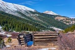 Unabhängigkeits-Geisterstadt in Colorado-Bergen stockbild