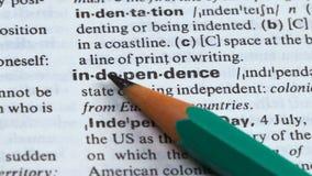 Unabhängigkeitsdefinition im englischen Wörterbuch, Freiheit von Zuständen oder Einzelpersonen stock footage