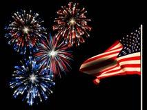 Unabhängigkeitstagfeuerwerke und die amerikanische Flagge. Lizenzfreies Stockfoto
