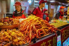 Unacquainted chinese Chef Cooking and Selling local cuisine on wangfujing Walking street in beijing city. Beijing/China - 25 February 2017: Unacquainted chinese stock images