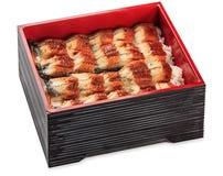 Unagi Dzu - Aal mit Reiskasten - lokalisiert auf Weiß Lizenzfreies Stockfoto