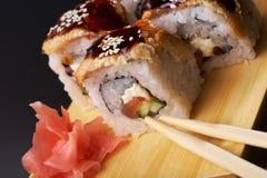 Unagi fumé de petit pain d'anguille fait de saumons crus frais Photo libre de droits