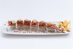 Unagi suszi: Japończyka Wraped Ryżowy Avocado i ser polewa z Piec na grillu Unagi Japońskim Słodkowodnym węgorzem, Katsuobushi i Obraz Stock