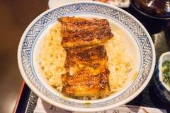 Unagidon oder gedämpfter Reis überstiegen mit den Leisten von Aal unagi gegrillt Stockfotografie