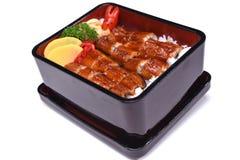 Unaju, Unagi ziehen an oder grillten Aal auf dem Reis, lokalisiert auf weißem BAC Stockfoto