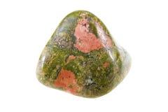 Unakit,在白色背景隔绝的美丽的次贵重的石头 库存照片