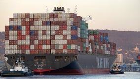 UNANIMITÉ du cargo YM partant le port d'Oakland photos libres de droits