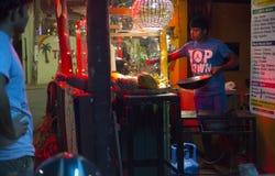 Unawatuna,斯里兰卡- 2018年2月:晚上街道在斯里兰卡 免版税库存照片