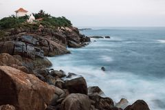 Unawatuna-Felsen auf langer Belichtung Stockfotos