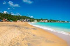 Unawatuna Mooi strand in Sri Lanka stock foto's