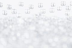 Unbedeutender abstrakter heller Hintergrund mit transparenten Glaspartikeln Stockfotografie