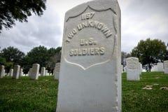 Unbekannte Finanzanzeige am Fort Smith National Cemetery stockfoto
