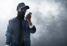 Unbekannter Hackergebrauchshandy Stockbilder