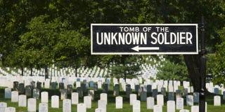 Unbekannter Soldat-Grab-Zeichen stockbilder