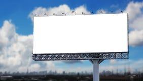 Unbelegte Anschlagtafel in der Stadt lizenzfreie stockfotos
