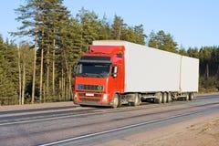 Unbelegter weißer van truck Lizenzfreie Stockbilder