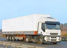 Unbelegter weißer van truck Stockfotografie