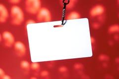 Unbelegtes Abzeichen auf Rot Lizenzfreie Stockfotografie