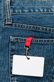 Unbelegtes Abzeichen in einer Tasche Stockfotos