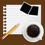 Unbelegtes Buch mit Kaffee- und Fotofeld Stockbild