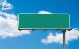 Unbelegtes grünes Autobahnzeichen Stockbild