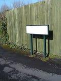 Unbelegtes grünes Straßenschild. Stockfotos