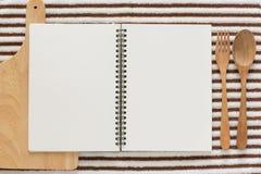 Unbelegtes Notizbuch für Rezepte Stockbild