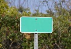 Unbelegtes Straßenschild Lizenzfreie Stockfotos