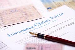 Unbelegtes Versicherungsleistungenformular stockfoto