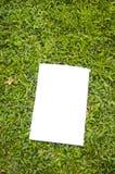 Unbelegtes weißes Flugblatt lizenzfreies stockbild