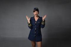 Unbelievingsuitdrukking voor stewardess stock foto