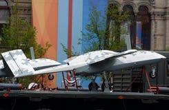 Unbemanntes Flugzeuge ` Seeräuber ` auf rotem Quadrat während der Wiederholung der Parade eingeweiht dem 73. Jahrestag des Sieges lizenzfreie stockbilder