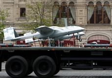 Unbemanntes Flugzeuge ` Seeräuber ` auf rotem Quadrat während der Wiederholung der Parade eingeweiht dem 73. Jahrestag des Sieges stockbilder