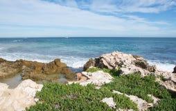 Unberührte Küste: Pinguin-Insel Lizenzfreie Stockfotos