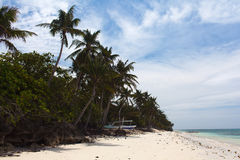 Unberührte tropische Strandküstenlinie, Türkisansicht der Meerwi lizenzfreies stockfoto
