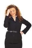 Unbestimmte und denkende Geschäftsfrau Stockbild