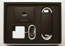 Unboxing d'ordinateur portable d'Apple MacBook Pro Image libre de droits