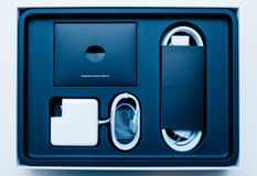 Unboxing d'ordinateur portable d'Apple MacBook Pro Images stock