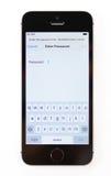 Unboxing en eerst looppas van nieuw iPhonese Royalty-vrije Stock Foto's