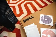Unboxing för Dell Computer arbetsstation Arkivbild