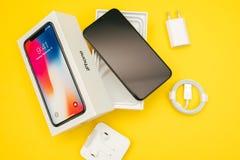 Unboxing Jabłczany Iphone X statku flagowego smartphone Obraz Royalty Free