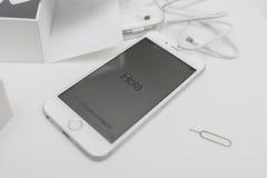 Unboxing neuer Apple-iPhone 6S Smartphone Stockbild