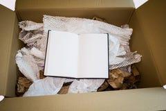 Unboxing neues Notizbuch Lizenzfreie Stockfotografie